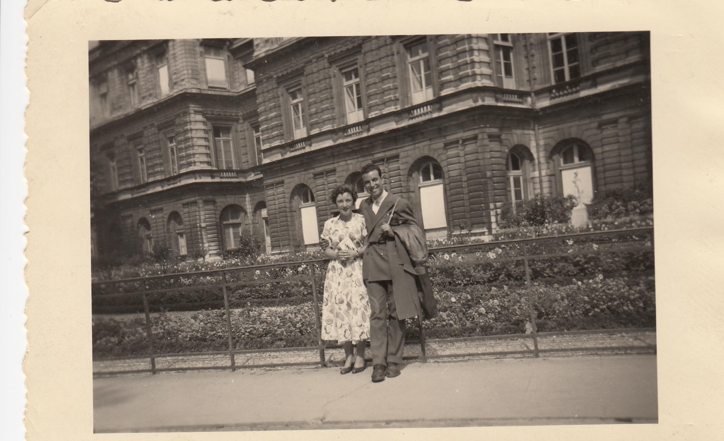 Ben_and_me_at_Palais_de_Luxembourg-Paris_August_1955.jpg
